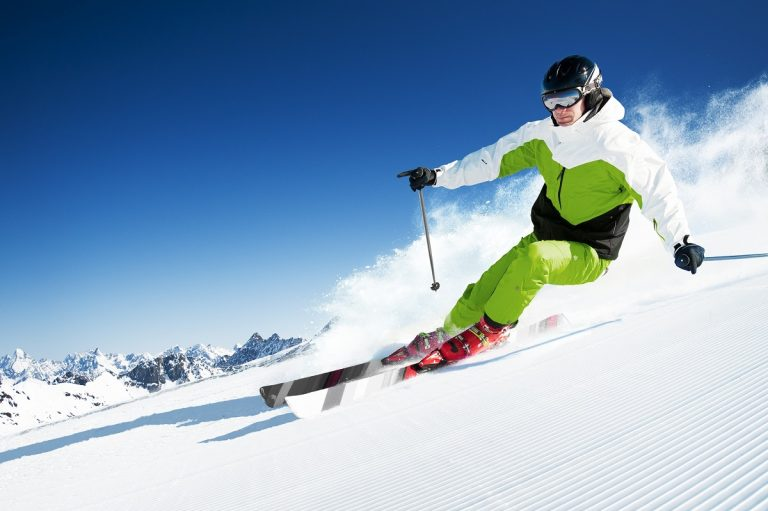 Non-Invasive Treatment for a Ski-Related Knee Injury | Comprehensive Spine & Sports Center